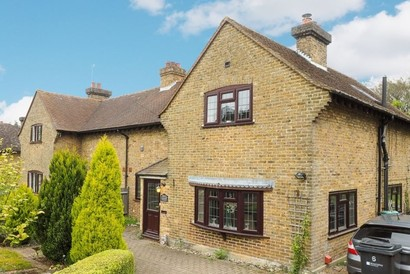 Properties for sale  in Surrey and SW London for under £600,000