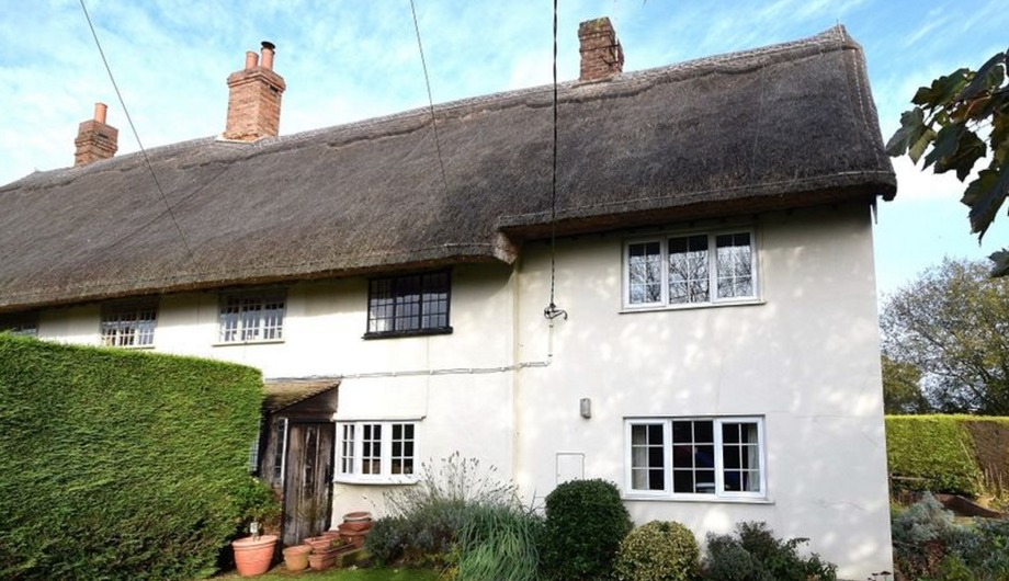 Enjoy a slice of quintessentially English with this thatched cottage