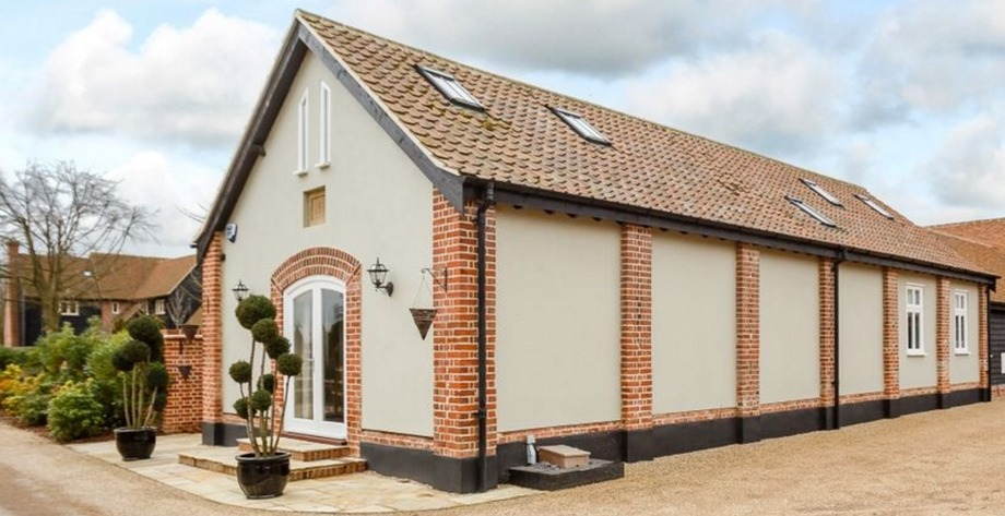 World Party Day – three houses for sale with great party spaces