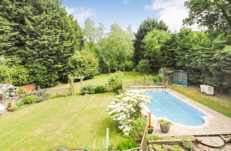 Houses for sale with beautiful gardens
