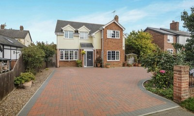 A taste of town and country with this Chelmsford property