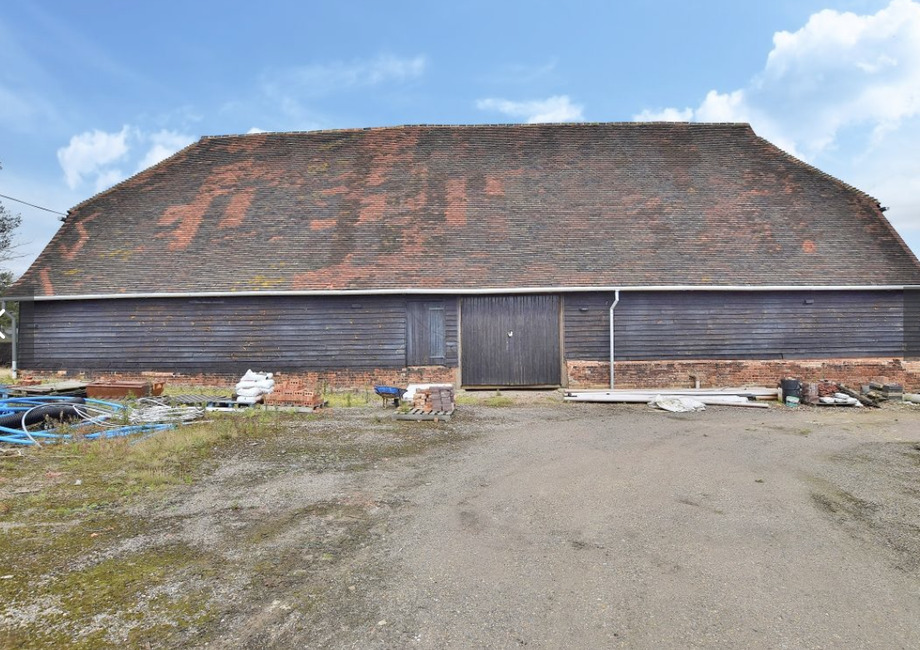 Have you dreamed of creating your own Grand Design? How about this stunning barn ripe for conversion
